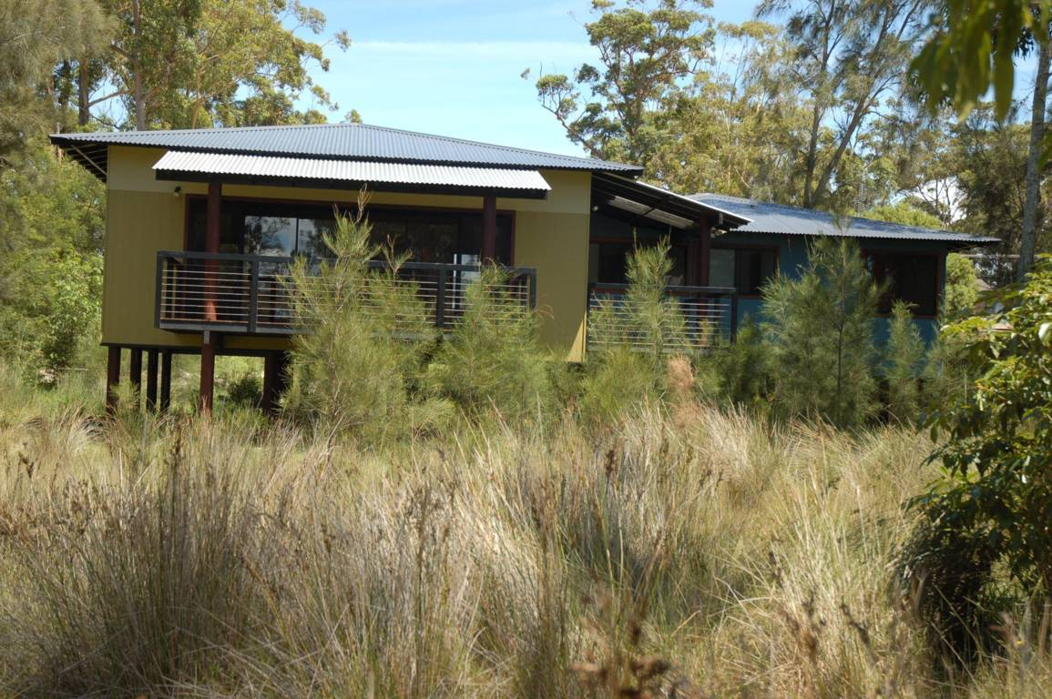 jervis-bay-lake-hut5